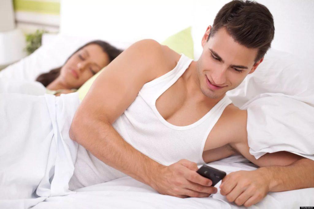 20 признаков неверности партнера