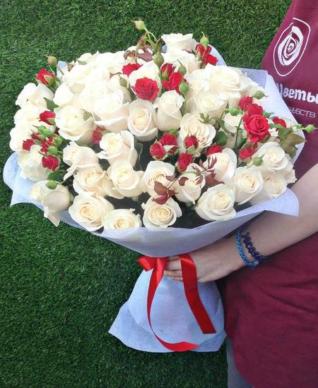 шикарный букет из 65 роз