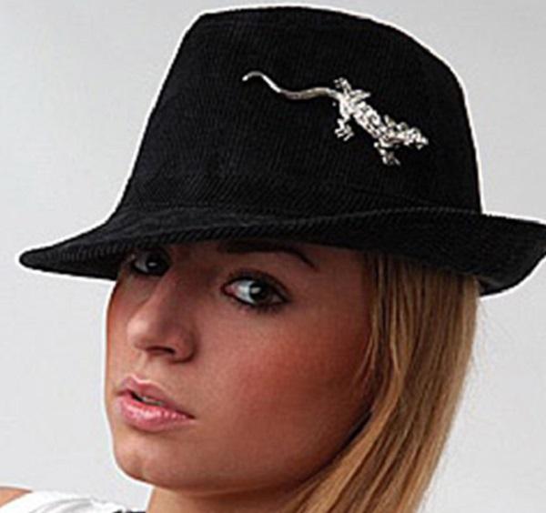 брошь на шляпке